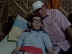 Maior sonho de Dimas é ver o filho andando.  (Foto: Sérgio Tadeu da Silva/Arquivo Pessoal)