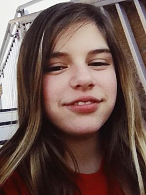 Kali Hardig, de 12 anos, em imagem feita em abril pela família, nos EUA (Foto: Traci Hardig/AP)