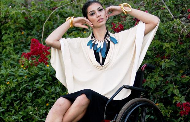 'Vestido fácil de vestir e de despir, poncho mais curto e as formas amplas facilitam movimento', explica Júlia Sato (Foto: Divulgação)