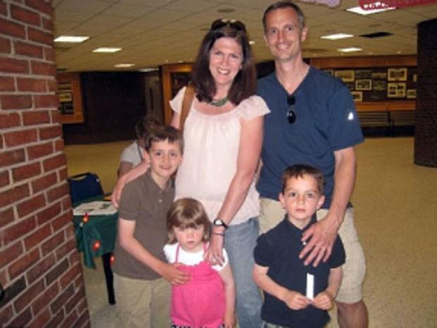 Denise e Bill Richard com os filhos Martin, Jane e Henry, em foto tirada antes do atentado (Foto: Reprodução/richardfamilyboston)