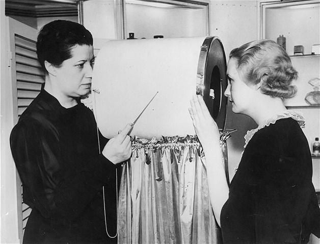 Este detector de linhas faciais continha várias lentes e era usado para detectar rugas prematuras antes que elas se tornassem visíveis ao olho nu