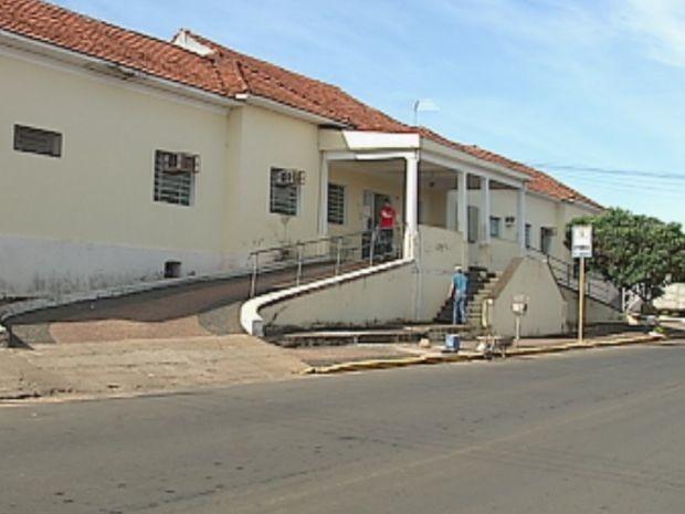 Mulher foi internada na Santa Casa de Piratininga para tratamento emergencial (Foto: reprodução/TV Tem)