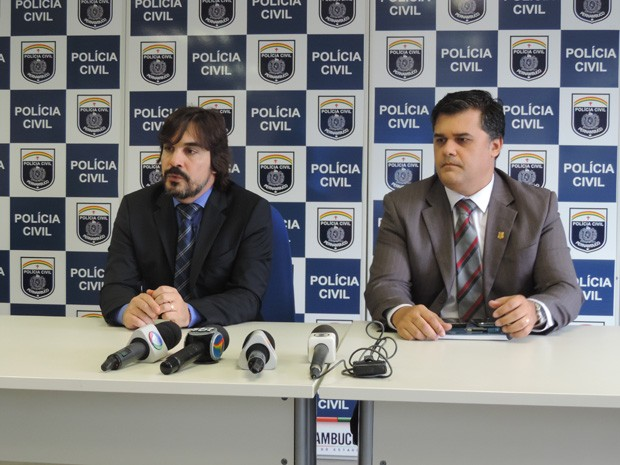 Delegados Roberto Wanderley e Joselito Kehrle passaram detalhes da investigação à imprensa, na manhã desta terça-feira (Foto: Katherine Coutinho/G1)
