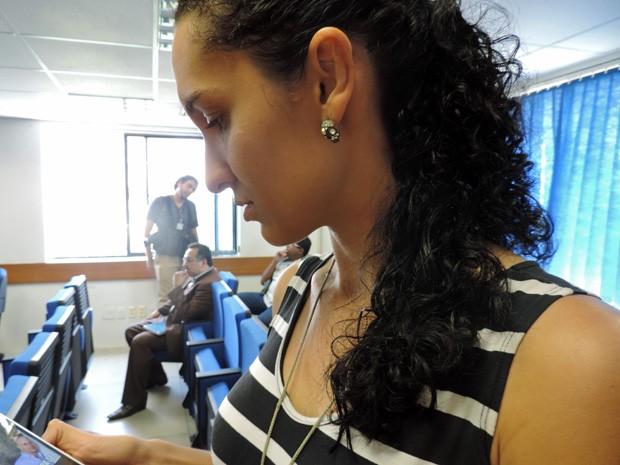 Joyce Lira representa 24 estudantes de fisioterapia que pagaram cerca de R$ 32 mil à empresa (Foto: Katherine Coutinho/G1)