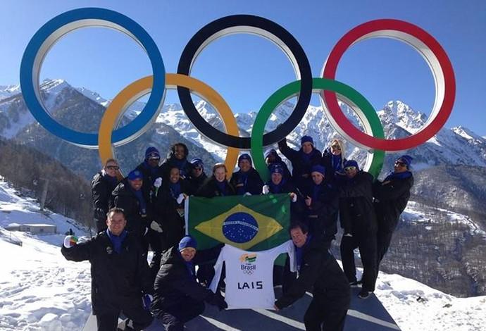 À distância, Lais foi homenageada pela delegação brasileira nos Jogos de Sochi (Foto: Reprodução/Facebook)