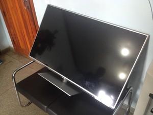 Televisor do fisioterapeuta foi encontrado na casa do suspeito (Foto: John Pacheco/G1)