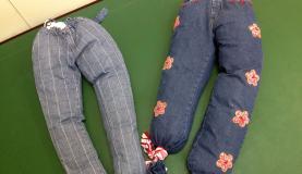 Recife – Almofadas feitas de calça jeans são usadas na fisioterapia de bebês com microcefalia. O recurso é simples e as famílias podem reproduzir a almofada em casa SUMAIA VILLELA/AGÊNCIA BRASIL